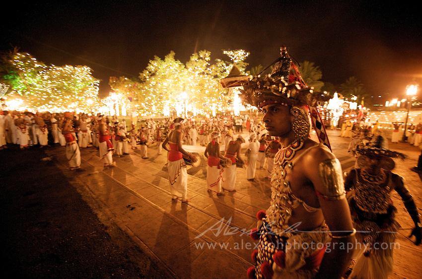 Buddyjsko-hinduistyczny festiwal Esala Perahera